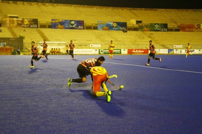 However, Lalak Jan 9ners avenged their penalty shootout defeat by inflicting 2-0 defeat on their opponents in the stipulated time. Abdullah Bokhari broke the ice slamming the first goal in the 13th minute while Ali Aziz consolidated it in the 25th minute. In the second match of the day, Capt. Raja Mohammad Sarwar 9ners amassed three valuable points by getting the better of Maj. Tufail Mohammad 9ners by odd goal in three (2-1) in the regulation time. The latter could only earn one point imposing 4-2 victory over the former in shootouts. Irfan Jr, Hasan Anwar, Sohail Anjum and Bilal Mahmood delivered the goods as Shehryar missed. Samiullah and Fayyaz Yaqoob netted one goal apiece while Rizwan Ali, Salman and Qazi Asfandyar missed the target for Sarwar 9ners. In regulation time, Sarwar 9ners scored twice, once in each half, through Samiullah off PC in 27th minute and Fayyaz Yaqoob in the 38th minute after Hasan Anwar had given the lead to his team in the 14th minute off PC. Meanwhile, Mohammad Hussain Janjua 9ners carved out a 3-1 victory over Rashid Minhas 9ners but the latter carved out a 3-0 victory over the former in regulation time in the second match of Thursday. M. Sabir, Zain Ejaz and Fahadullah banged home one goal apiece for Mohammad Hussain 9ners while Rashid Minhas 9ners could only score one through Dilber. Sikandar Mustafa opened the account for Rashid Minhas 9ners in the 12th minute as the team led 1-0 at half time. Interruption of power three minutes after resumption compelled the organisers to stop the match. Later, it was decided to complete the the play Friday morning. Rashid Minhas 9ners added two more goals, thanks to Waseem Aslam, on resumption of play. However, after restoration of power, the third fixture of Thursday was played accordingly as Maj M. Akram 9ners stamped their authority by registering 6-4 victory over Capt. Sher Khan 9ners. First they won 4-3 in the shootout and later carved out 2-1 win in regulation time. Awais-ur-Rehman, Faisal Q