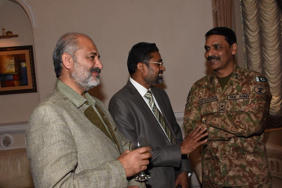 RAWALPINDI (Dunya News) – Chief of the Army Staff (COAS) General Qamar Javed Bajwa has convened a meeting with visiting hockey World XI and Pakistani hockey legends on Tuesday. Chief of Army Staff General Qamar Javed Bajwa s meeting with the visiting players was reported by media cell of the military today. COAS appreciated Pakistan Hocket Federation's (PHF) initiative to bring world players to Pakistan. The Army Chief assured PHF of Pakistan Army's support for provision of security for international hockey matches and revival of the national game. President of the federation Brigadier (r) Khalid Sajjad Khokhar thanked COAS for his interest and efforts for sports activities in Pakistan.