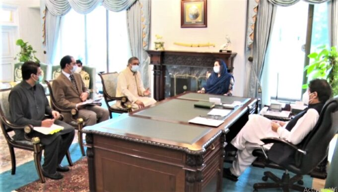 President Pakistan Hockey Federation Khalid Sajjad Khokhar and secretary-general Muhammad Asif Bajwa Wednesday (26-08-2020) called on Prime Minister Imran Khan at the Prime Minister's Office today. During the meeting, the promotion of hockey and PHF's affairs were discussed. Prime Minister Imran Khan gave suggestions and instructions for the revival of National game. He directed to change the constitution and administrative structure of the Pakistan Hockey federation immediately. The Prime Minister directed the PHF authorities to take steps to organize Pakistan Hockey League and to set up elite hockey academies in all the four provinces. The prime minister also issued a directive for the promotion of the game and new talent. Secretary-General PHF Muhammad Asif Bajwa briefed him on affairs of Pakistan Hockey, discussed ways and means to uplift the National game, and requested him for government patronage in prompting the national sports. Prime Minister of Pakistan Imran Khan has assured by saying that the PHF efforts would be fully backed and assured his support to National Game. Inter-Provincial Coordination Minister Dr. Fehmida Mirza was also present in the meeting. President PHF Brig Khalid Sajjad Khokhar (Retd.) and Secretary-General Muhammad Asif Bajwa thanked the Prime Minister of Pakistan Imran Khan for his support and steps taken for the national game. وزیراعظم عمران خان سے آج صدرپاکستان ہاکی فیڈریشن بریگیڈیئرریٹائرڈ خالد سجاد کھوکھر اور سیکریٹری جنرل پاکستان ہاکی فیڈریشن محمد آصف باجوہ نے وزیراعظم آفس میں ملاقات کی۔ ملاقات میں ہاکی کے فروغ اور پاکستان ہاکی فیڈریشن کے امور پر تبادلہ خیال کیا گیا۔ وزیراعظم عمران خان نے پاکستان ہاکی فیڈریشن کے صدر بریگیڈیئرریٹائرڈ خالد سجاد کھوکھر اور سیکریٹری جنرل پاکستان ہاکی فیڈریشن محمد آصف باجوہ کوہاکی بحالی کے لیے تجاویز اور ہدایت دی۔ ہاکی کی ترویج اور نئے ٹیلنٹ کو ابھارنے کے لیے اقدامات کیے جائیں۔ ہاکی کی بہتری کیلئے پاکستان ہاکی فیڈریشن کا آئین تبدیل کرنے اورپاکستان ہاکی فیڈریشن کا انتظامی ڈھانچہ فوری طورپربورڈ کی طرزپر